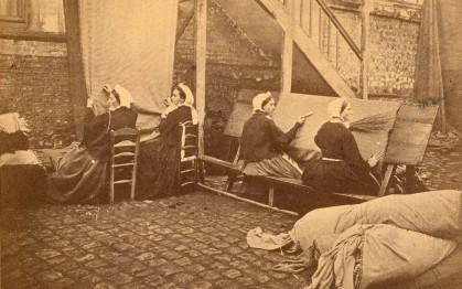 Atelier des épinceteuses et des rentrayeuses, manufacture Bruyant-Desplanques, Elbeuf